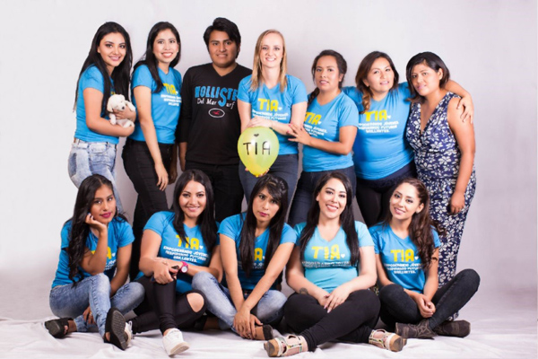 Tessa Henwood-Mitchell with Bolivian youth